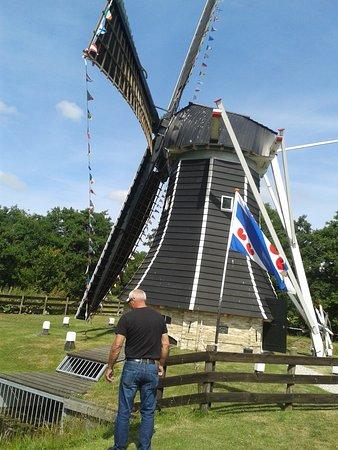 Damwoude, Nederland: Molen was nog steeds in werking, mochten we ook bezichtigen