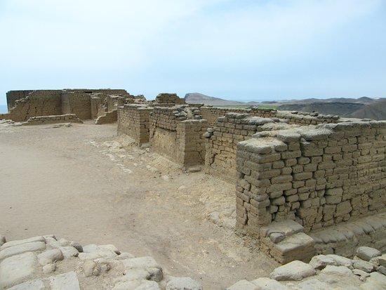 Paramonga, Peru: Estas construcciones forman parte de la ampliacion inca