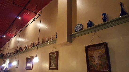 Red Raven Restaurant: Interior decor, very pleasant !!!