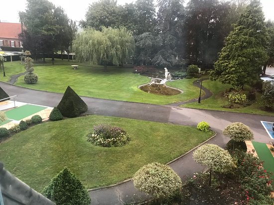 Bollezeele, ฝรั่งเศส: front garden