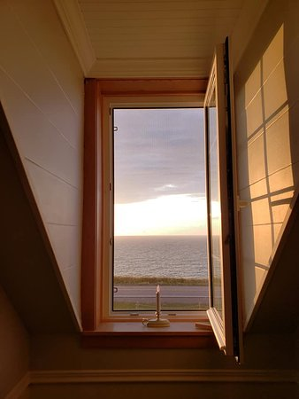 Cap Le Moine, Canada: Loved this window in the upstairs hallway.