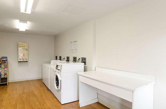 Glendale, Колорадо: Laundry Room