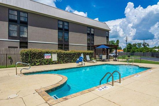 Valley, AL: Outdoor pool