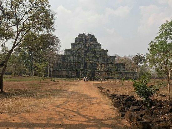 Koh Ker Temple: ピラミッド形の遺跡