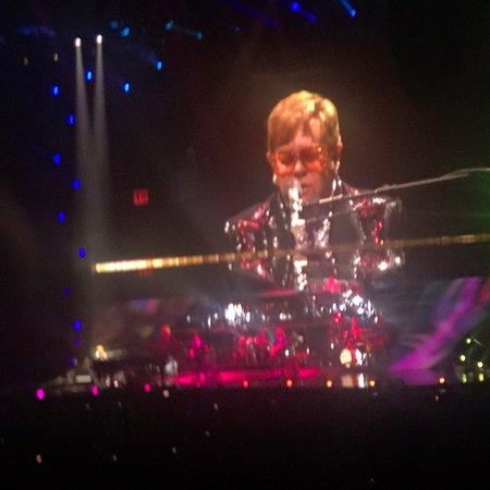 Uniondale, NY: Elton John