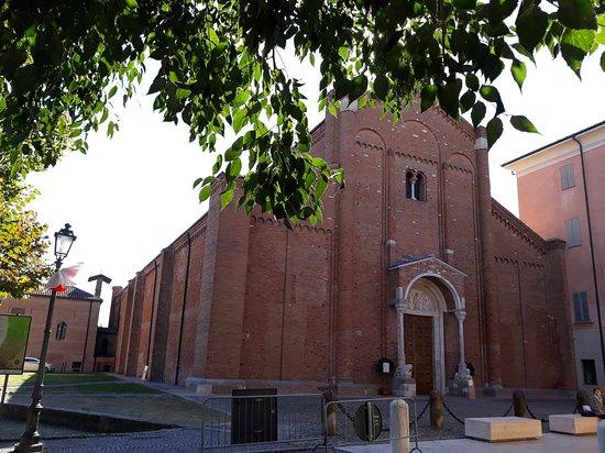 Nonantola, Włochy: L'abbazia