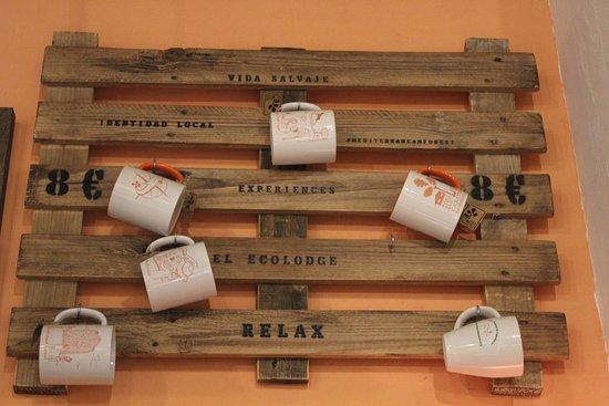 Retuerta del Bullaque, Spain: Consigue una de nuestras tezas exclusivas y degudta un capuccino con bizcocho casero