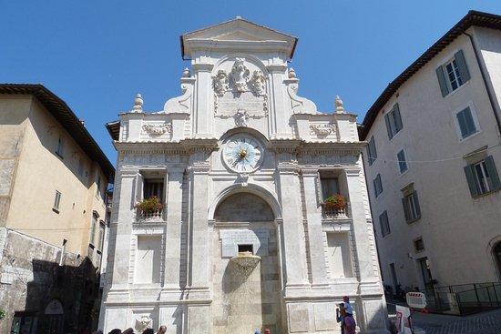 Fontana di Piazza del Mercato: Fontana