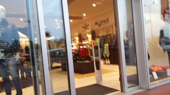 Fashion City Outlet: OUTLET....