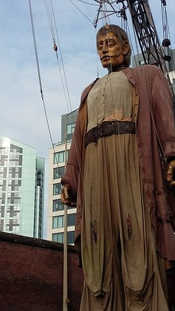 Premier Inn Liverpool City Centre (Moorfields) Hotel: Amazing Giant Puppets