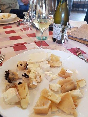Ischia di Castro, Italië: selezione di formaggi ..nel piatto