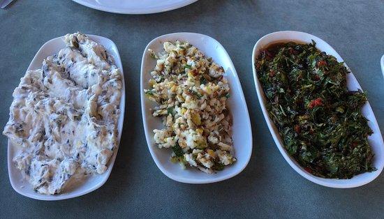 Orhangazi, تركيا: Otlu Yoğurtlu Meze, Girit Ezmesi, Karışık Otlu Salata