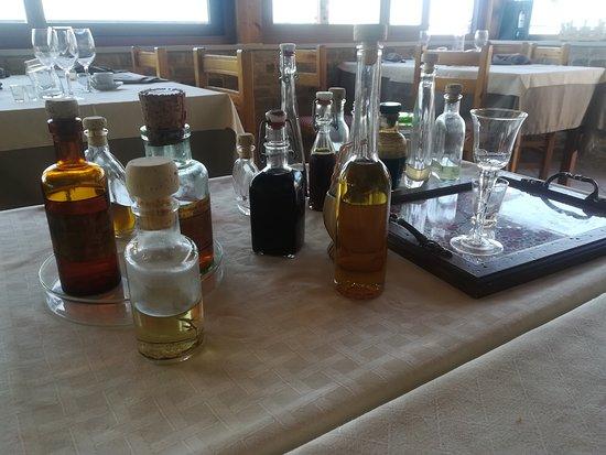 Mutignano, Włochy: carrello dei distillati