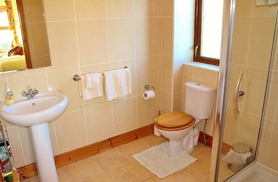 Drummore, UK: Front ensuite bathroom