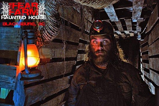 Blacksburg, เซาท์แคโรไลนา: Mineshaft mayhem is one of the many attractions at The Fear Farm