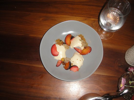 South Londonderry, VT: Panicotta, with fresh fruit, for dessert!