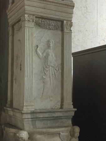 Basilica Cattedrale (Tempio Malatestiano) : Mercury