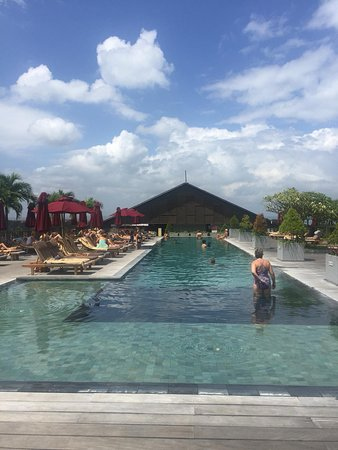 A TRULY DELIGHTFUL 5* HOTEL WITH A ROOFTOP POOL TO RIVAL THE BEACHCLUBS!
