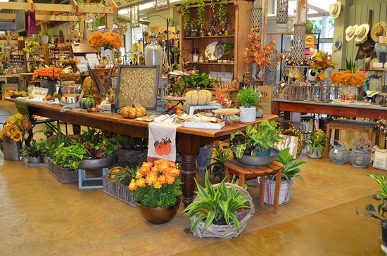 Navasota, Техас: Martha's Bloomers Home & Garden Store