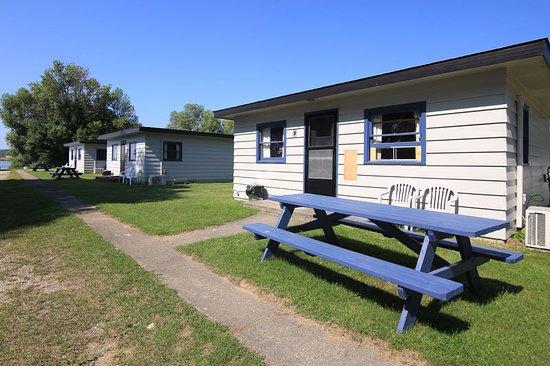 แกลดสโตน, มิชิแกน: Bayview cabins