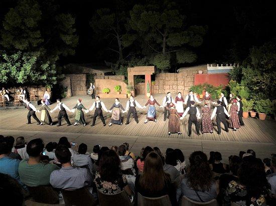 """Танцевальный Театр """"Дора Страту"""": Dance from an area of Greece"""