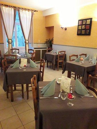 Ambrieres-les-Vallees, Francia: salle de restaurant