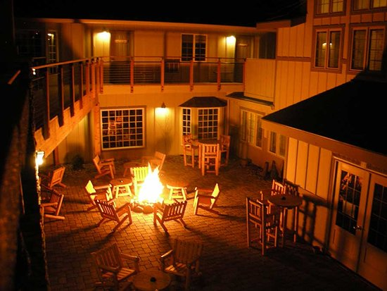 Imperial River Co.: Enjoy live music, drinks, and friendly company in our courtyard.