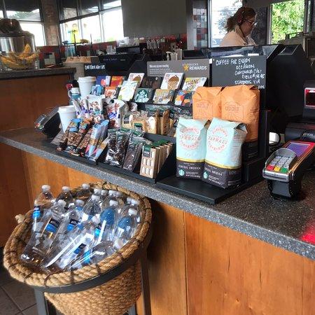 East Northport, Νέα Υόρκη: Starbucks