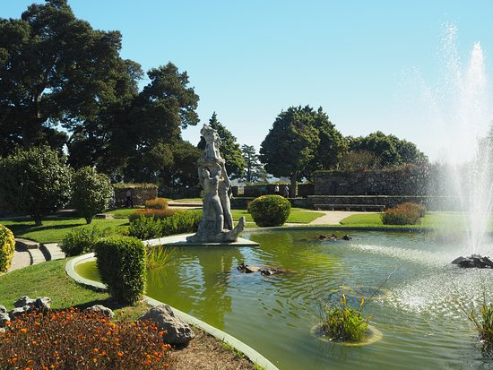 Castro Fortress: Lake and gardens at the top