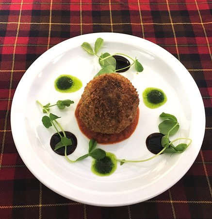 Whitebridge Hotel: Haggis Scotch Egg with spicy tomato sauce