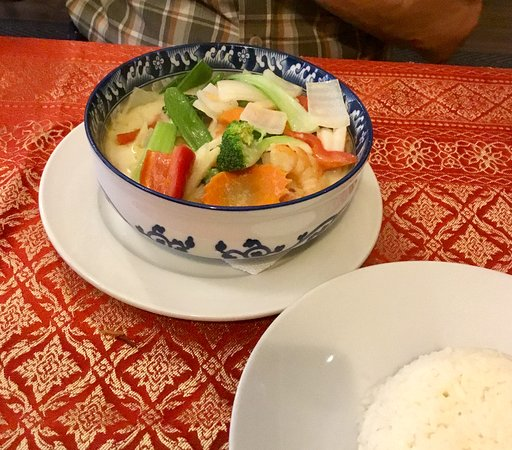 Mai's Cafe & Bistro: Green curry bowl