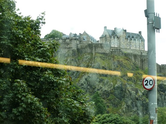 Edinburgh Hop on Hop Off Tours: Edinburgh castle on a rainy day from inside our dry bus