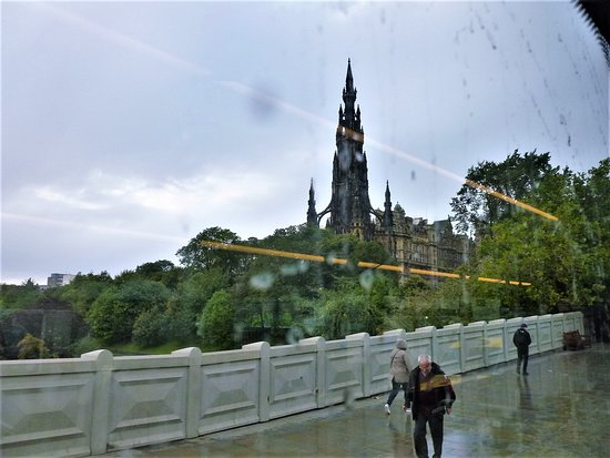 Edinburgh Hop on Hop Off Tours: Scott Monument from inside our nice, dry bus