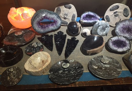 Racine, WI: Crystals, Minerals, and Salt Lamps