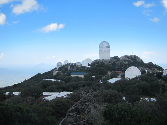 Sells, Аризона: Looking out at telescope valley