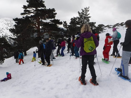 Talamanca de Jarama, Spain: Raquetas de nieve en Madrid en familia