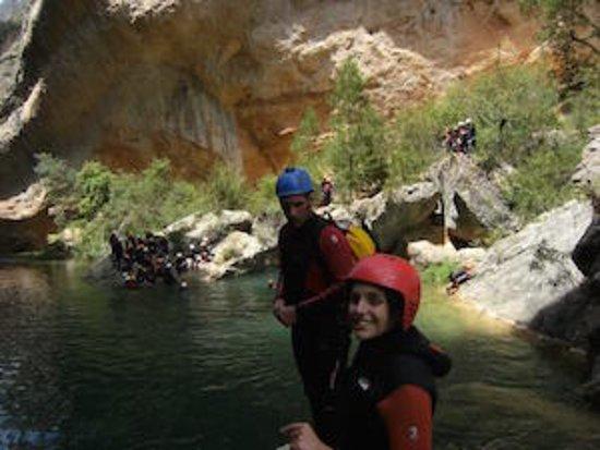 Talamanca de Jarama, Ισπανία: Pasándolo en grande en el barranco del Ventano del Diablo en Cuenca