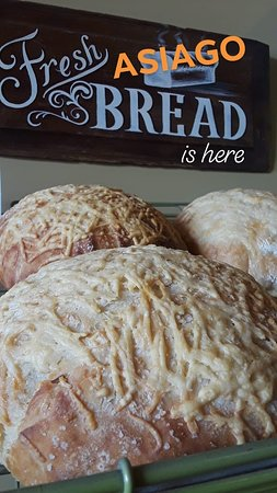 Friedrich's Market: Fresh Sourdough Breads Daily