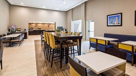 Chelmsford, ماساتشوستس: Breakfast Area