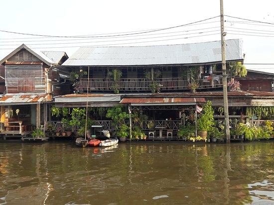 Mai Hua Takhe Market