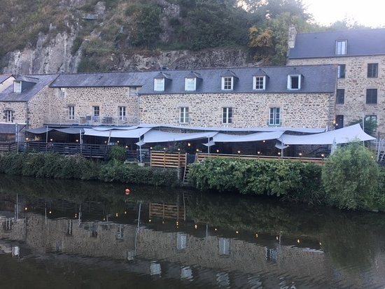 Cotes-d'Armor, France: Riverside houses