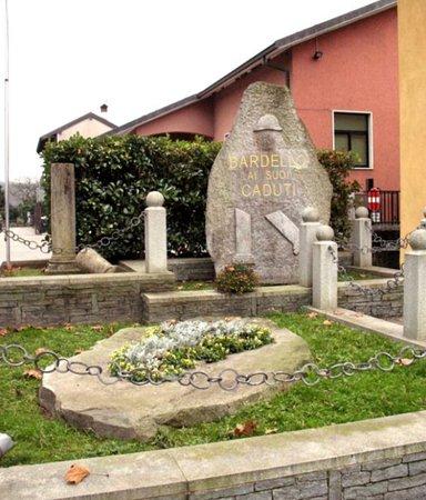 Monument ai Caduti di Bardello