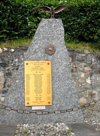 Brissago-Valtravaglia, Italy: Monumento ai caduti di Brissago Valtravaglia