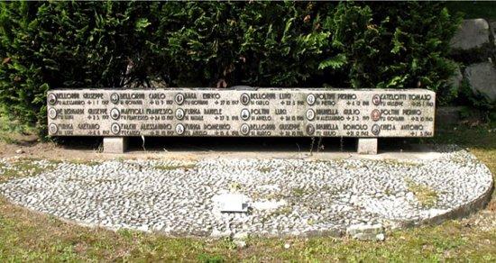 Besozzo, Ý: Monumento ai caduti di Olginasio