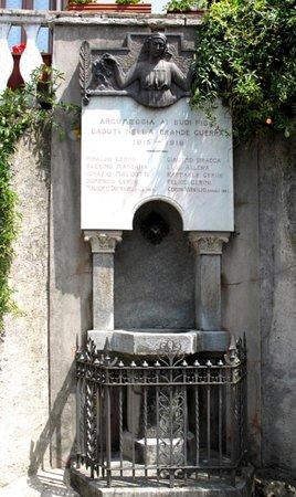 Casalzuigno, Włochy: Monumento ai caduti di Arcumeggia