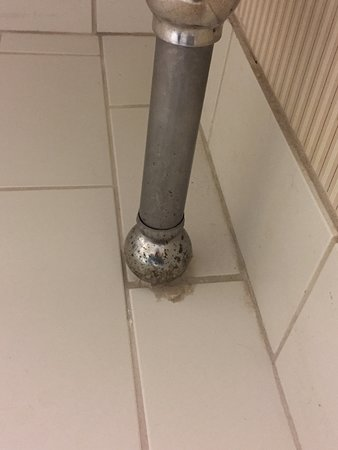 Jeffersonville, IN: Corroded, smelly & moldy sink legs in bathroom
