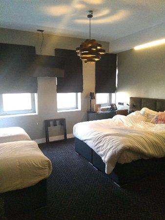 Très satisfaite de l'hôtel et localisation correcte