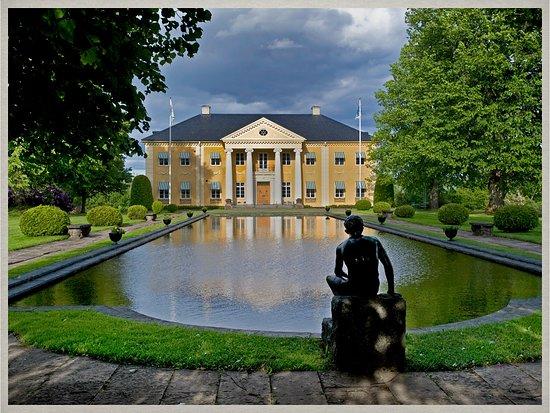 Varmland County, Suède: Rottneros Herrgård ligger mycket vackert i parkens centrum med utsikt över Fryken.