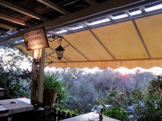 Marathiás, Yunani: Sunset at The Village Taverna