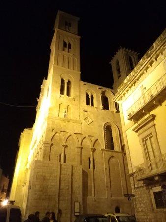 Cattedrale Santa Maria Assunta : Illuminata di sera